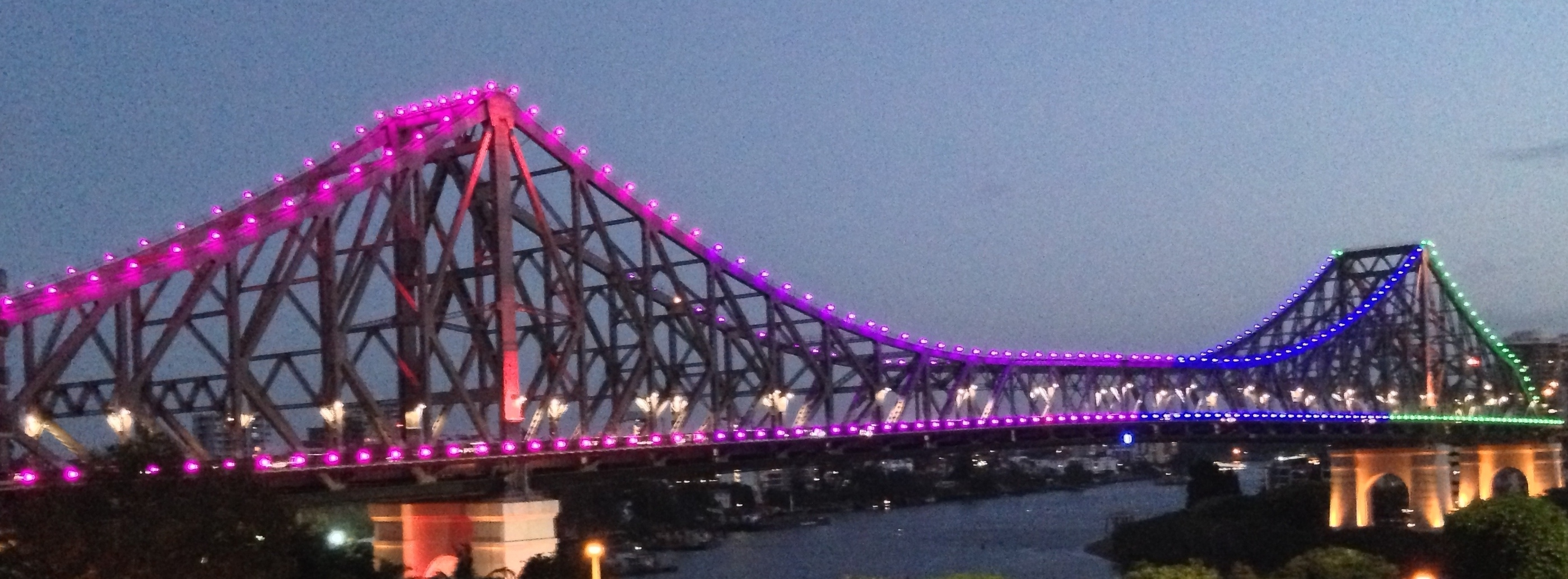 story bridge lights for summers day